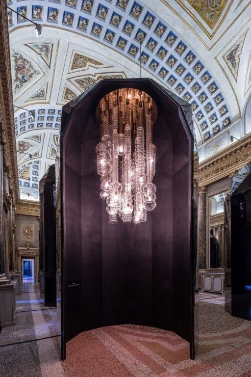 Lasvit Praha chandelier at Palazzo Serbelloni
